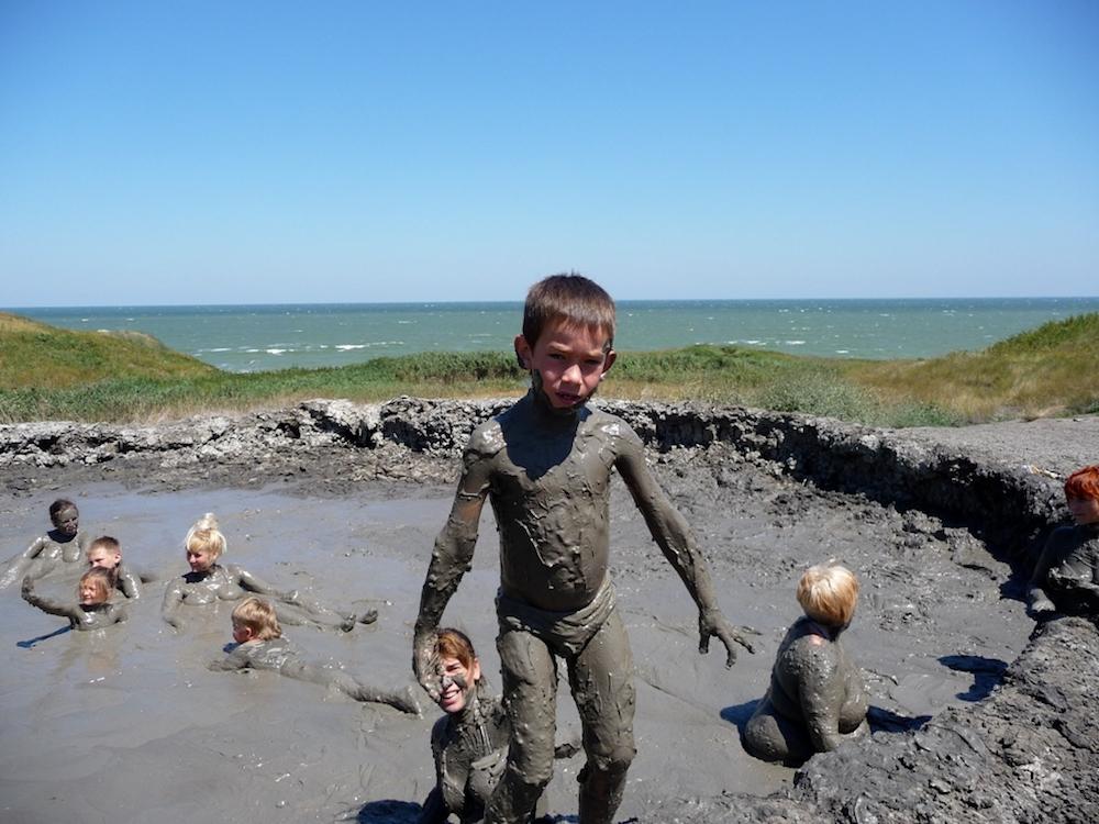 На фото – грязевой вулкан в Кучугурах