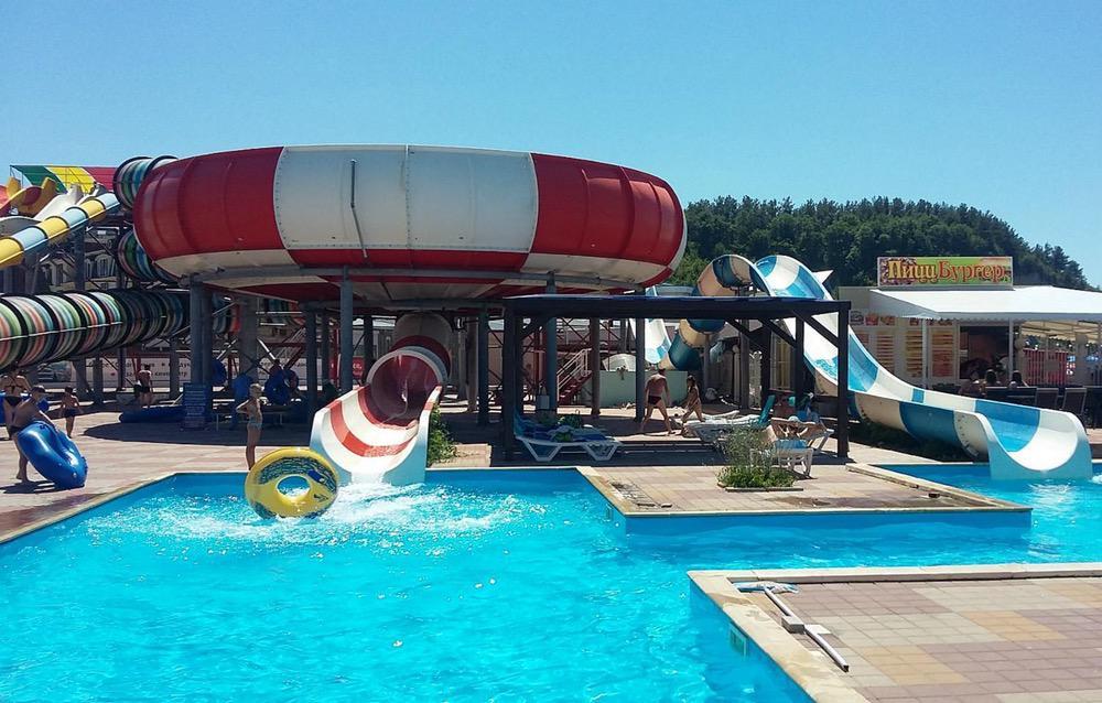 На фото – аквапарк в курортном комплексе «Орбита» в Ольгинке