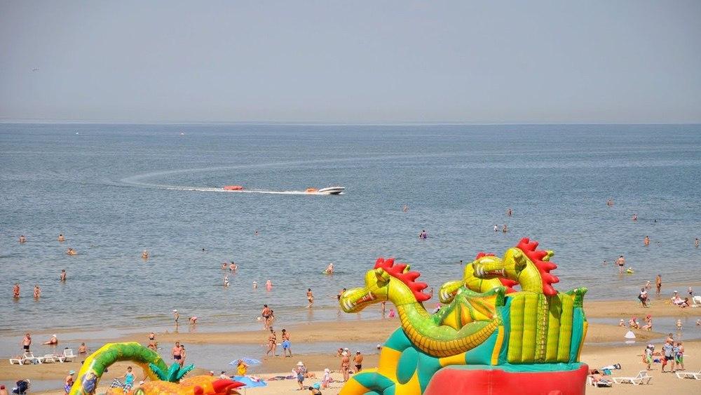 На фото – пляж «Меляки» в Ейске